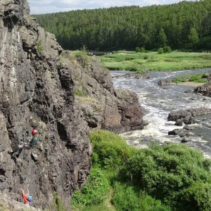 Скалолазание на Ревуне и Смолинская пещера