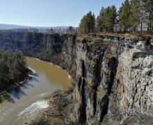 Айские притесы и хребет Зюраткуль