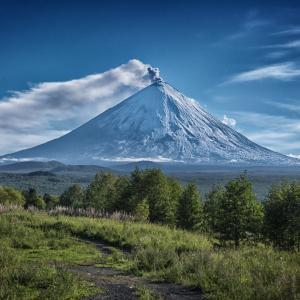 Камчатка - вулкан Ключевская сопка, Острый Толбачик, Шивелуч.